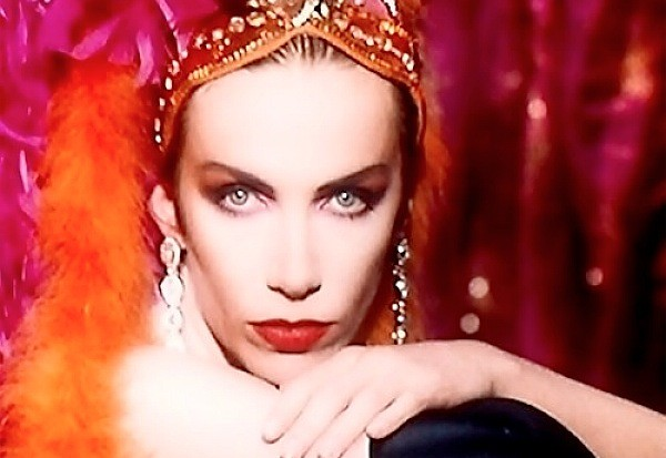 Annie-Lennox-Diva-1992-Why-Walking-On-Broken-Glass-600x413