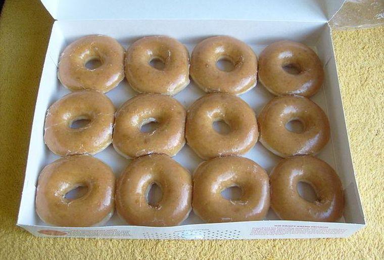 https_blogs-images.forbes.comkellyphillipserbfiles201406670px-krispy_kreme_dozen_doughnuts_2