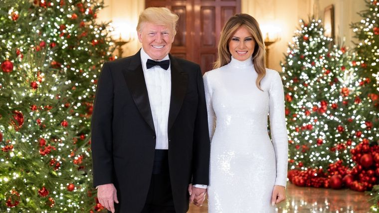 2d5b0f9c-fd15-4140-a891-b26a77079df5-XXX_TRUMP_CHRISTMAS_PORTRAIT_dec_512