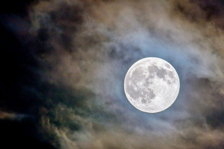 moon-glowing-1188x792